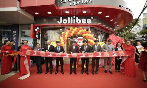Jollibee Celebrates 100th Store in Vietnam
